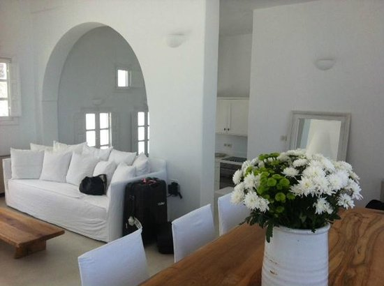 Aenaon Villas: Lounge and Dining room