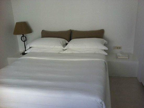 Aenaon Villas: Master bedroom