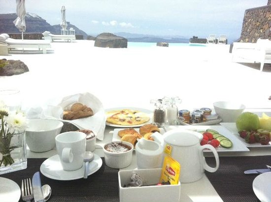 Aenaon Villas: Breakfast with a view