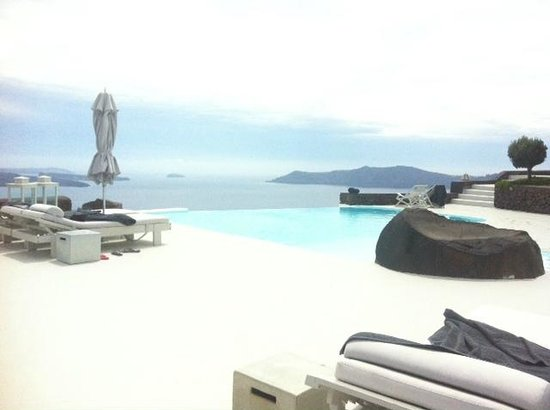 Aenaon Villas: The view, infinity pool.