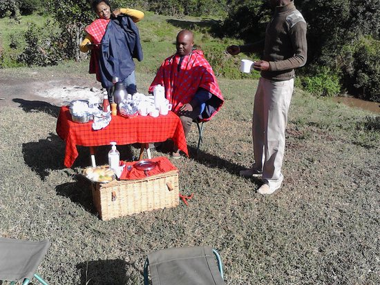 Porini Rhino Camp: Breakfast at camp site near River Ewaso Ngiro