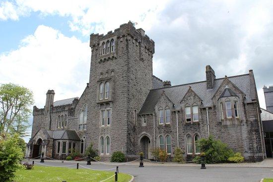 Kilronan Castle Hotel & Spa: Front Entrance