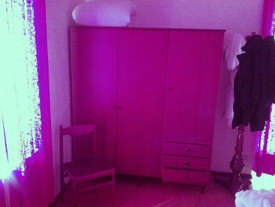 Albergo Aurora: Questo è l'armadio della camera da quasi 90€ notte in offerta