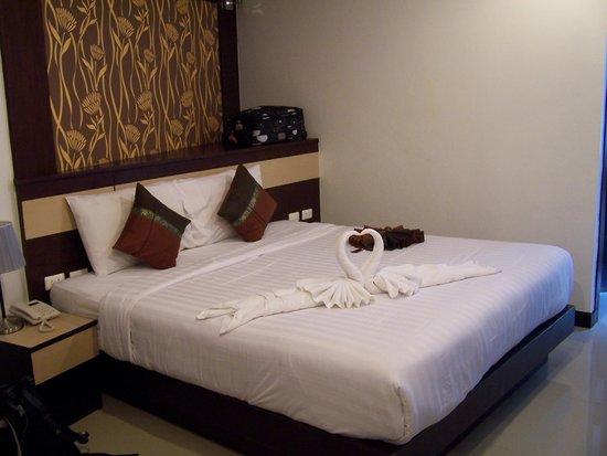 Patong Mansion Hotel : gran y comoda cama