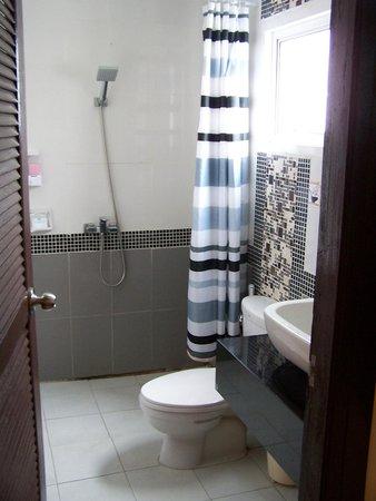 Patong Mansion Hotel : cuarto de baño