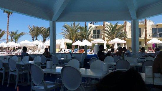 Oscar Resort Hotel: Pool bar..5��