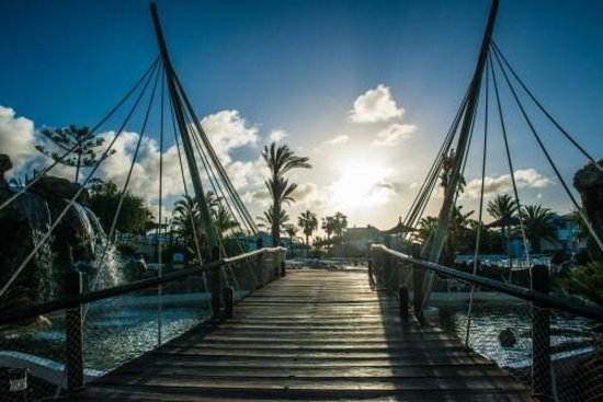 HL Paradise Island: Exterior