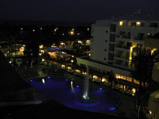 Hotel Florida Park: Вид из окна. Вечером включают фонтан