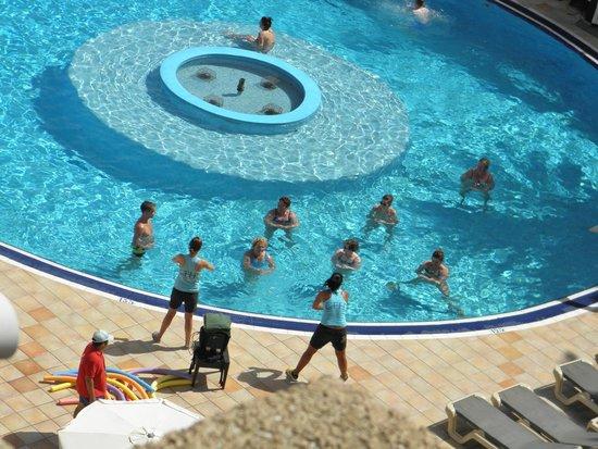 Hotel Florida Park: днем аквааэробика