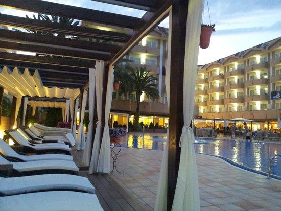 Hotel Florida Park: Привиледж лежаки
