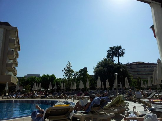 Hotel Florida Park: Около бассейна