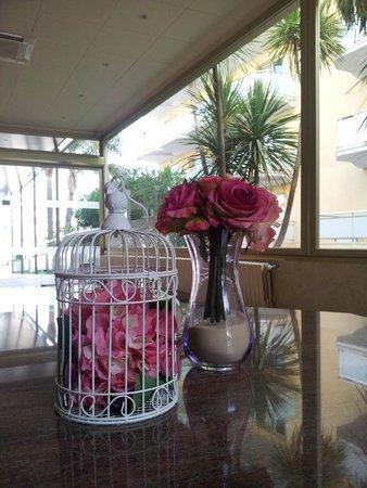 Hotel Florida Park: На первом этаже можно посидеть на диванчиках