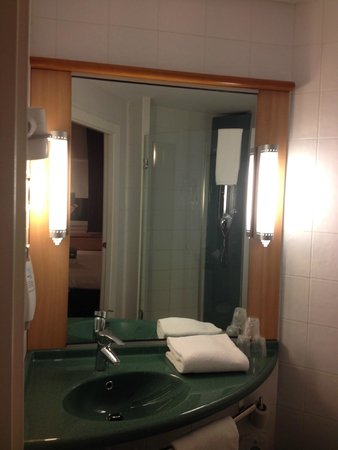 Ibis Madrid C/ Valentin Beato : baño