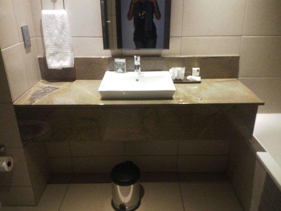 Premier Hotel EL ICC: basin