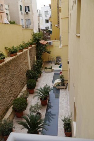 AVA Hotel Athens : Back room view of courtyard