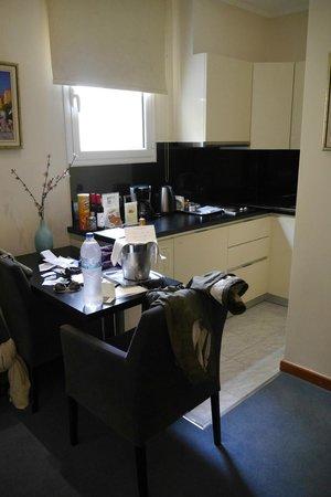 AVA Hotel Athens : Kitchenette