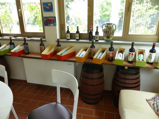 Tuscan Wine Tour : wine for purchase at the first winery