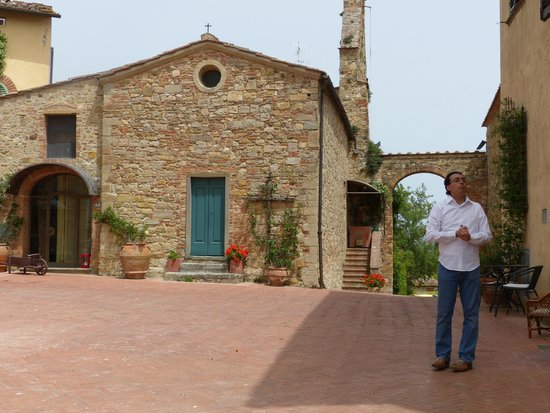 Tuscan Wine Tour : a tour of the grounds at the second winery
