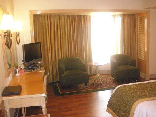 Ramada Plaza Palm Grove: Room
