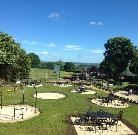 Blunsdon House Hotel, BW Premier Collection: The play area and seating area