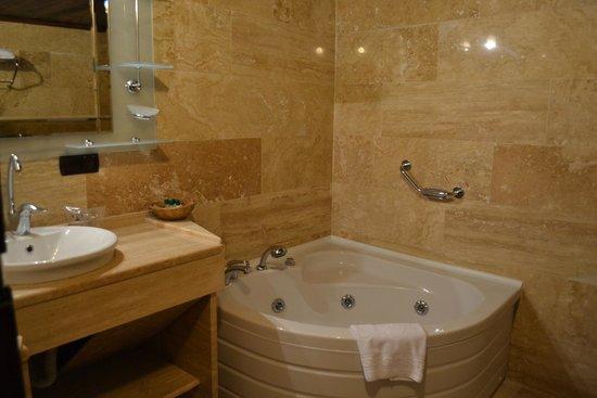 Cappa Villa Cave Hotel: bathroom