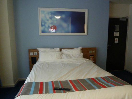 Travelodge Edinburgh Central Princes Street: Bed