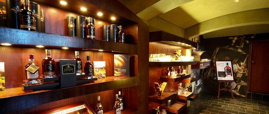 Van Ryn's Distillery : Shop for a selection of Van Ryn's brandy and souvenirs