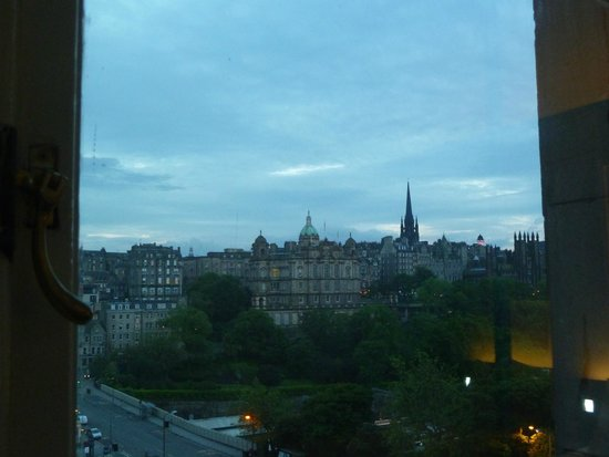 Travelodge Edinburgh Central Princes Street: View from room
