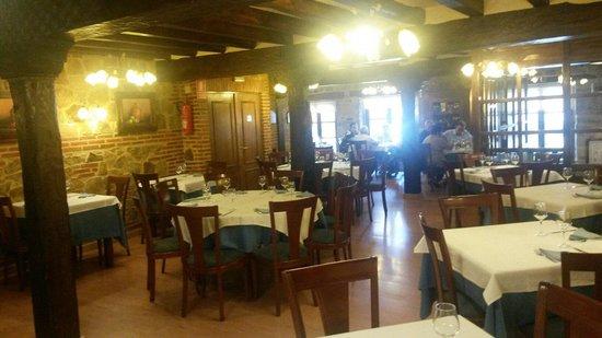 La Fuente: Amplio restaurante y muy bonito ;-)