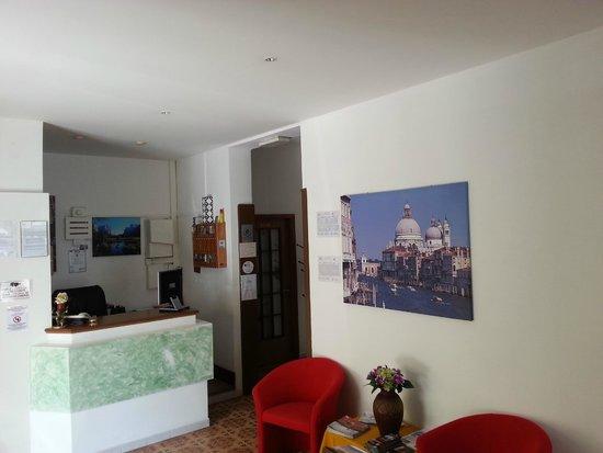 Hotel Laguna: Reception