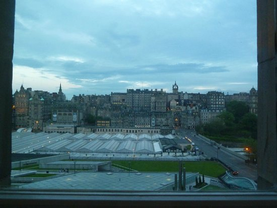 Travelodge Edinburgh Central Princes Street: View from room on the fourth floor