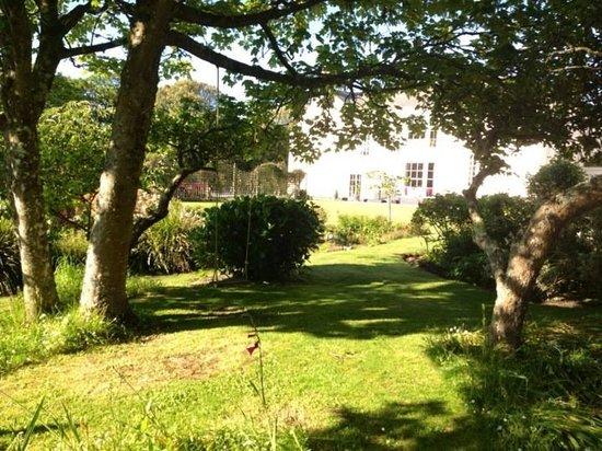 Landewednack House: Amazing garden