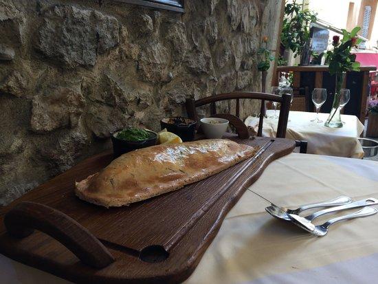 Auberge Provençale da Bouttau : branzino in crosta di pasta sfoglia