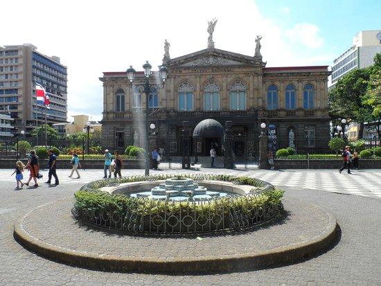Teatro Nacional Costa Rica: Outside