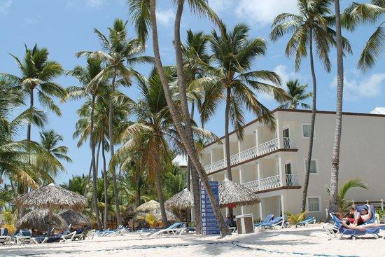 Be Live Collection Punta Cana : Вид на 4 корпус с пляжа