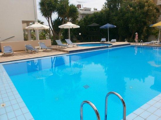 Hotel Evilion Kato Stalos: swimming pool
