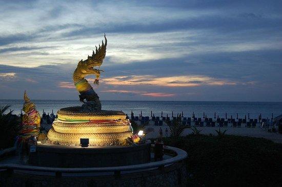 Baan Karonburi Resort : пляж вечером