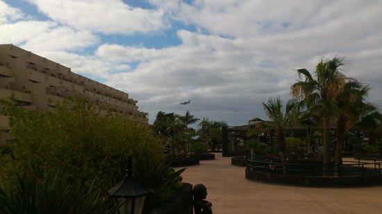Hotel Beatriz Costa & Spa: l'hôtel est à deux pas de la piste d'atterrissage de l'aéroport_beaucoup beaucoup de bruit