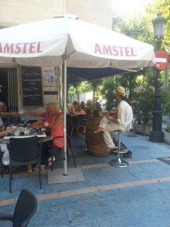 La Esquina The Corner Bar: A little sutle Spanish music