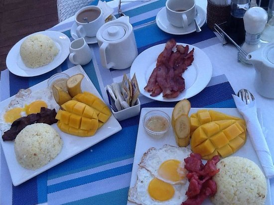 Tanawin Resort and Luxury Apartments: delicious breakfast