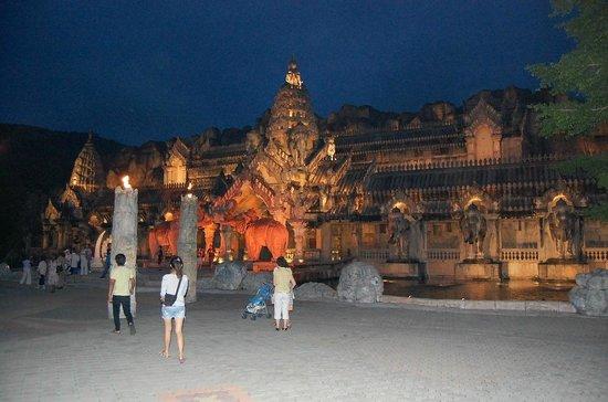 Phuket FantaSea: дворец, где проходит шоу