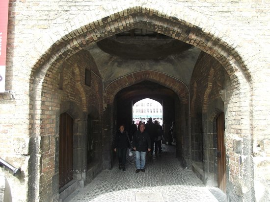 Belfort: Entrada vista do pátio interno.