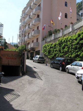 Hotel Villa Maria : The steep road to main enterance