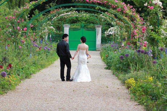 Maison et jardins de Claude Monet : Large part of garden blocked off for weddings