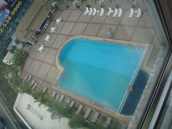 Bangkok Palace Hotel : Бассейн, вид из номера