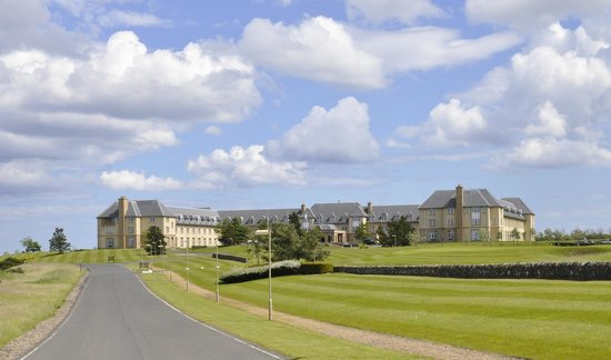 Fairmont St Andrews: View of hotel from the drive