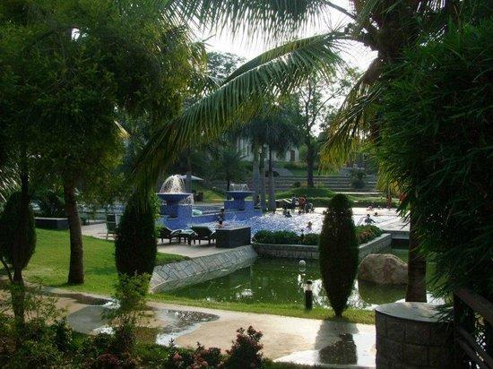 The Golkonda Resorts & Spa: Pool2