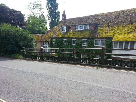 The Swan at Streatley: the Swan from drive