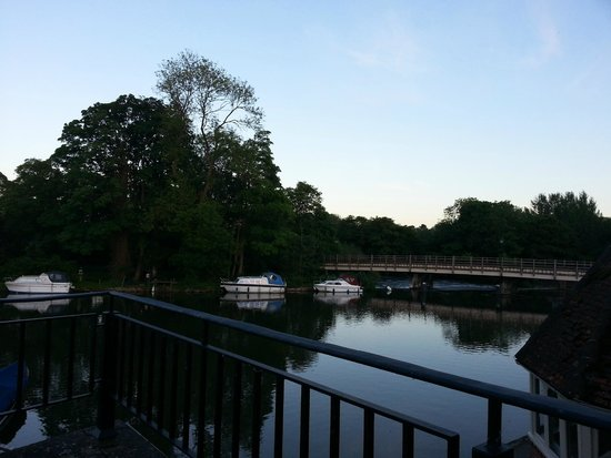 The Swan at Streatley: Patio view