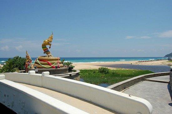 Woraburi Phuket Resort & Spa: пляж